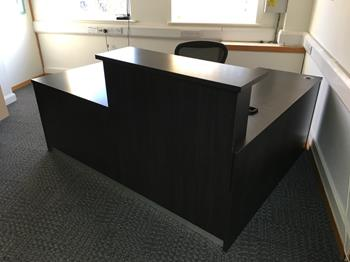 Dark wood 2000x1600mm L-shaped reception counter